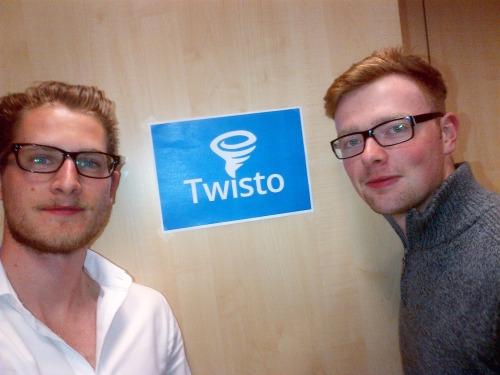 Michal a Lukáš s prvním návrhem Twisto loga.